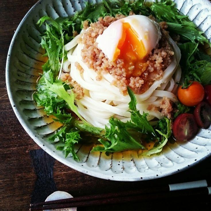 基本の鶏そぼろで♪そぼろと温玉のサラダうどん♪   しゃなママオフィシャルブログ「しゃなママとだんご3兄弟の甘いもの日記」Powered by Ameba