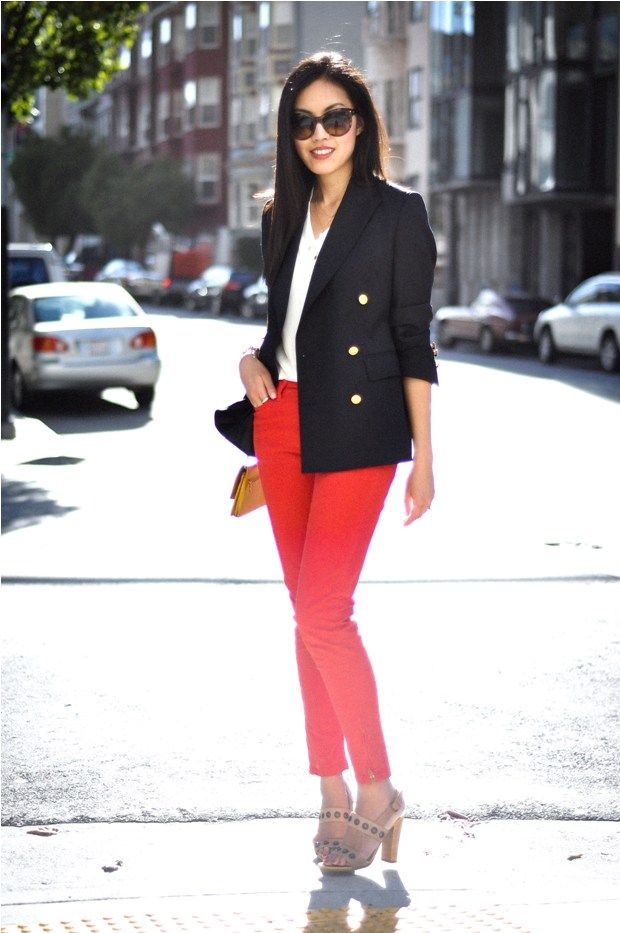 How to: wear bright red jeans  Try this nautical style by adding a navy blue blazer and a white tee. Top it off with sunglasses, and a bag of your choice :) <3