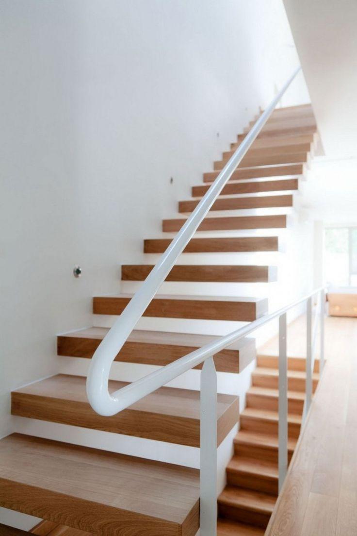 Schlichte Einfache Treppe Aus Holz Mit Weißem Handlauf Aus Metall · Stairs WoodWorkshopIdeas
