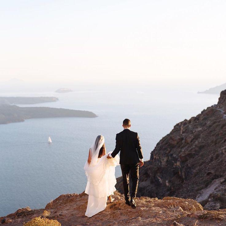 Η φωτογράφος γάμων που αποθεώνει την Σαντορίνη: Εικόνες-ύμνος στον έρωτα | BOVARY