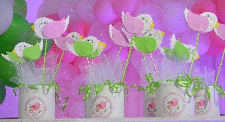 Produto: Centro de mesa Tema: Passarinho verde e rosa