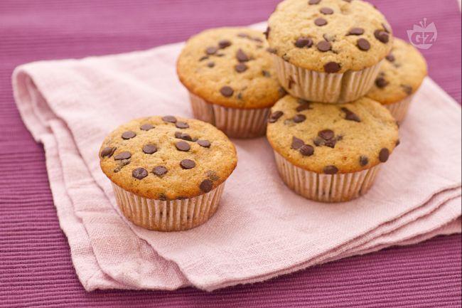 I muffin alla banana e gocce di cioccolato sono dei dolcetti golosi e energizzanti.