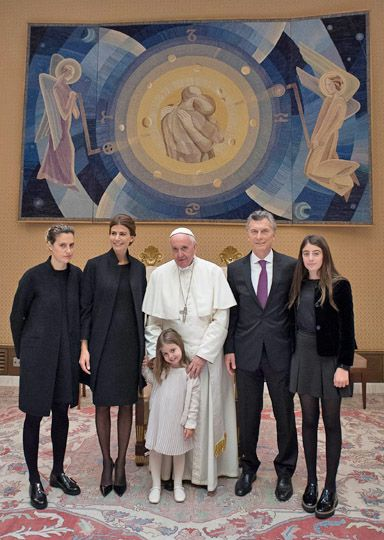 El Papa y el Presidente fue acompañado de su esposa, Juliana Awada ; la hija de ambos, Antonia; Agustina, la hija de 33 años del mandatario, y Valentina, la hija de 13 años de la primera dama.
