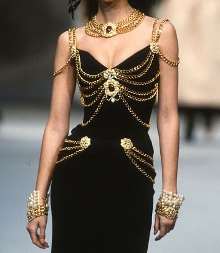 Chanel 1992 with the subtle accessories Draping chain placement good for vs fantasy bra