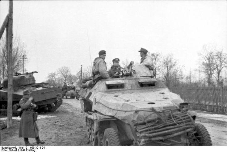 https://flic.kr/p/9WWrmU | Sd.Kfz. 251/10 mittlere Schützenpanzerwagen (3,7 cm PaK) Ausf. C | Version tardive du 250/10 équipé d'un nouvel affût et bouclier pour sa pièce de 37 mm antichar. Une fascine est attachée à l'avant du semi-chenillé. A noter aussi le M4 Sherman soviétique détruit en bord de route.  Front de l'Est, 1944.   Deutsches Bundesarchiv Bild 101I-090-3918-04