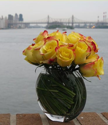 Beautiful fresh cut #flowers, like these #roses, can brighten up any dreary #NYC day