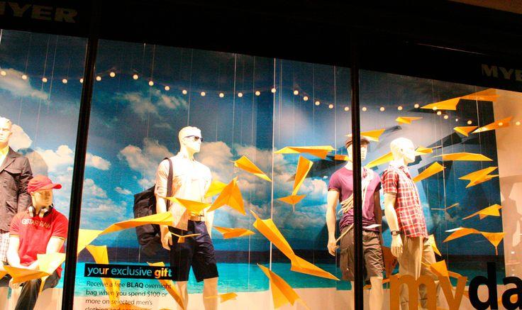 Enamora a tus clientes con el diseño de tu vitrina. Curso de vitrinismo tallerartegrafico... #VisualMerchandising #Vitrinismo