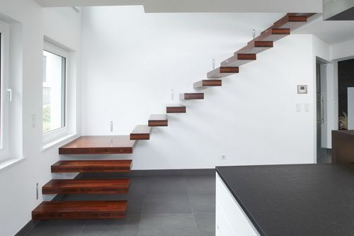 Escalier quart tournant / structure en bois / maçonné / suspendu NEVIO® Novum