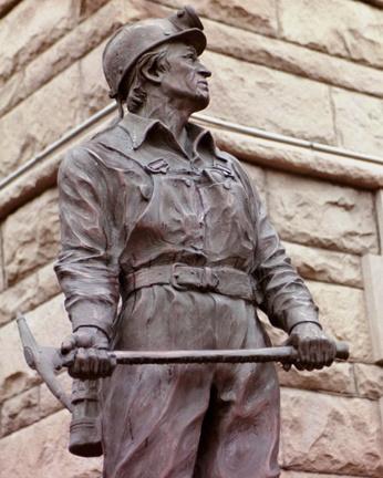 coal miner statue in Grundy, Va