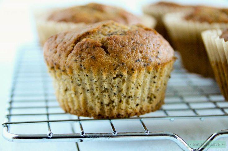 Deze glutenvrije citroen maanzaad muffins zijn heerlijk! In dit recept gebruik ik zowel bloem als amandelmeel. Zo worden deze muffins lekker smeuïg!