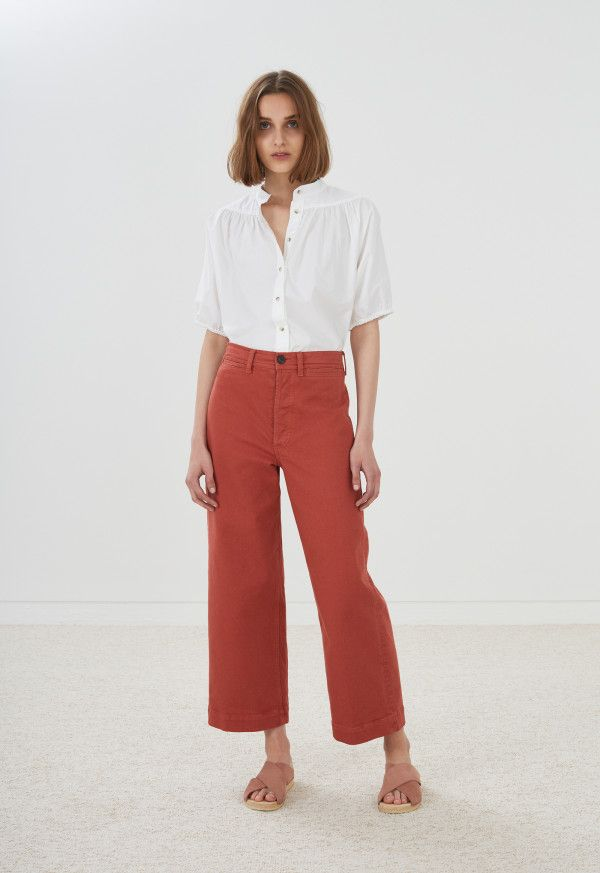 A modern take on an iconic vintage jean fit. 11ozs non-stretch denim cut in a true high rise and a-line wide leg with a modern cropped length. Button fly and front welt pockets echo retro sailor pants.
