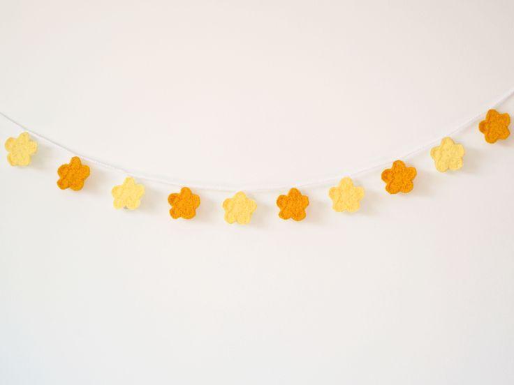Bandeirola de crochê - Sakura Amarela