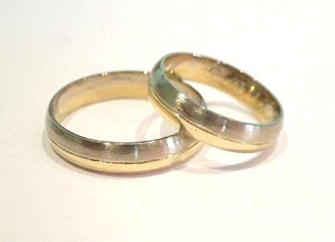 Zlaté snubní prsteny žlutobílé 0023 http://www.eshop.zlatnictvinoemi.cz/zlate-snubni-prsteny-zlutobile-0023-darek-zdarma-e397.html