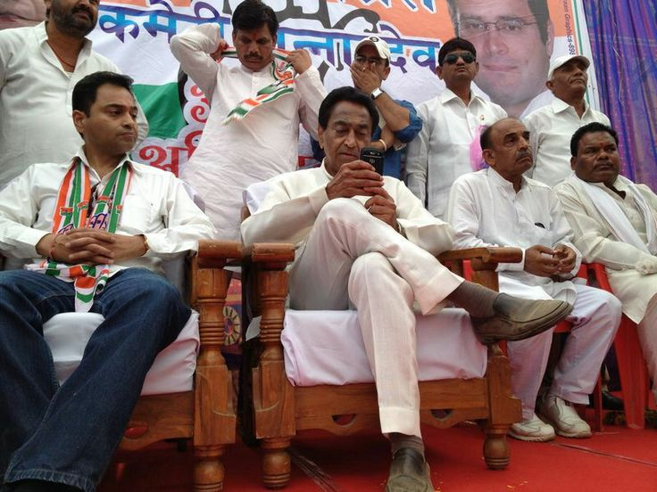 Shri Kamal Nath is on stage in a public meeting in Junnardeo along with his son Nakul Nath. #KamalNath #NakulNath #ElectionTracker #Election2014 #PoliticalRally #PublicMeeting #Junnardeo #IndianNationalCongress #INC #MadhyaPradesh #Chhindwara