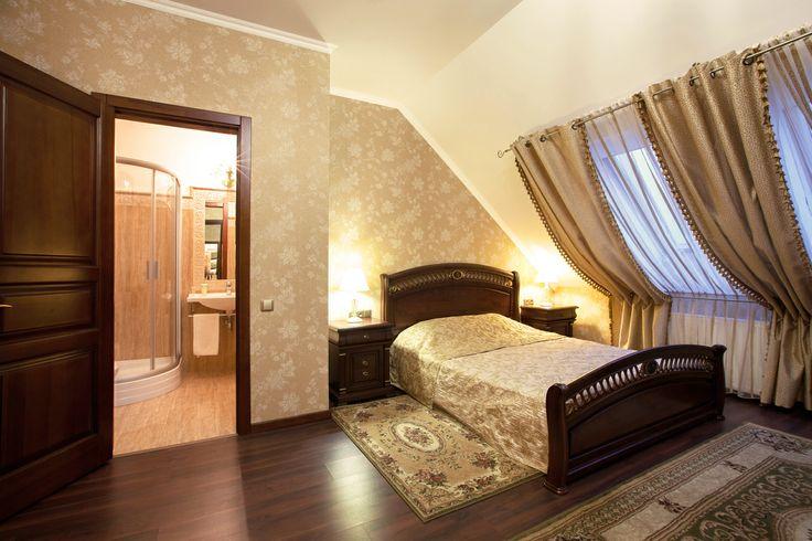Гостиницы Кременчуга. Отель Helicopter. Номер люкс мансардный. Подробнее: http://www.hotel-helicopter.com/rooms/suite-mansard