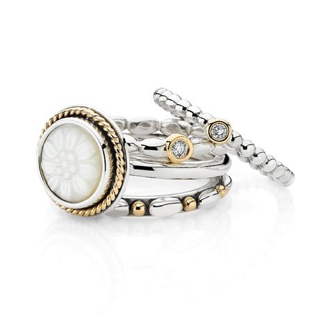 Capri Jewelers Arizona ~ www.caprijewelersaz.com  ~ The daisy signet ring is perfect for a spring look #PANDORAring