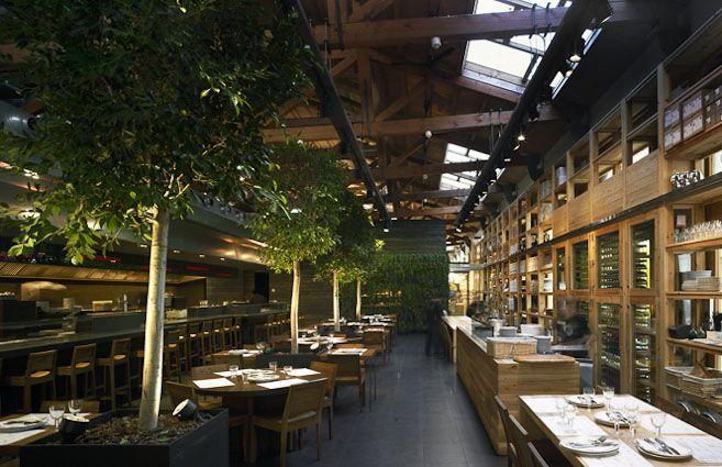 Cuines de Santa Caterina, restaurante junto a la catedral de Barcelona en el mercado de Santa Caterina, abierto todos los días. Cocina internacional con barra de tapas.