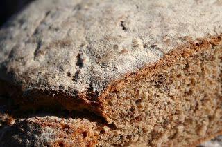 Żytni chleb z siemieniem lnianym