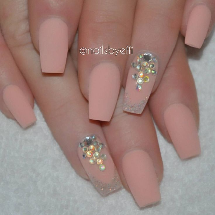 P instagram matte peach with swarovski for Unas con piedras swarovski