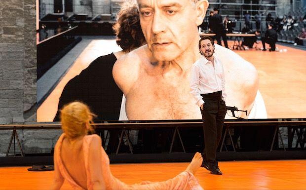 les-damnes-comedie-francaise-critique-theatre