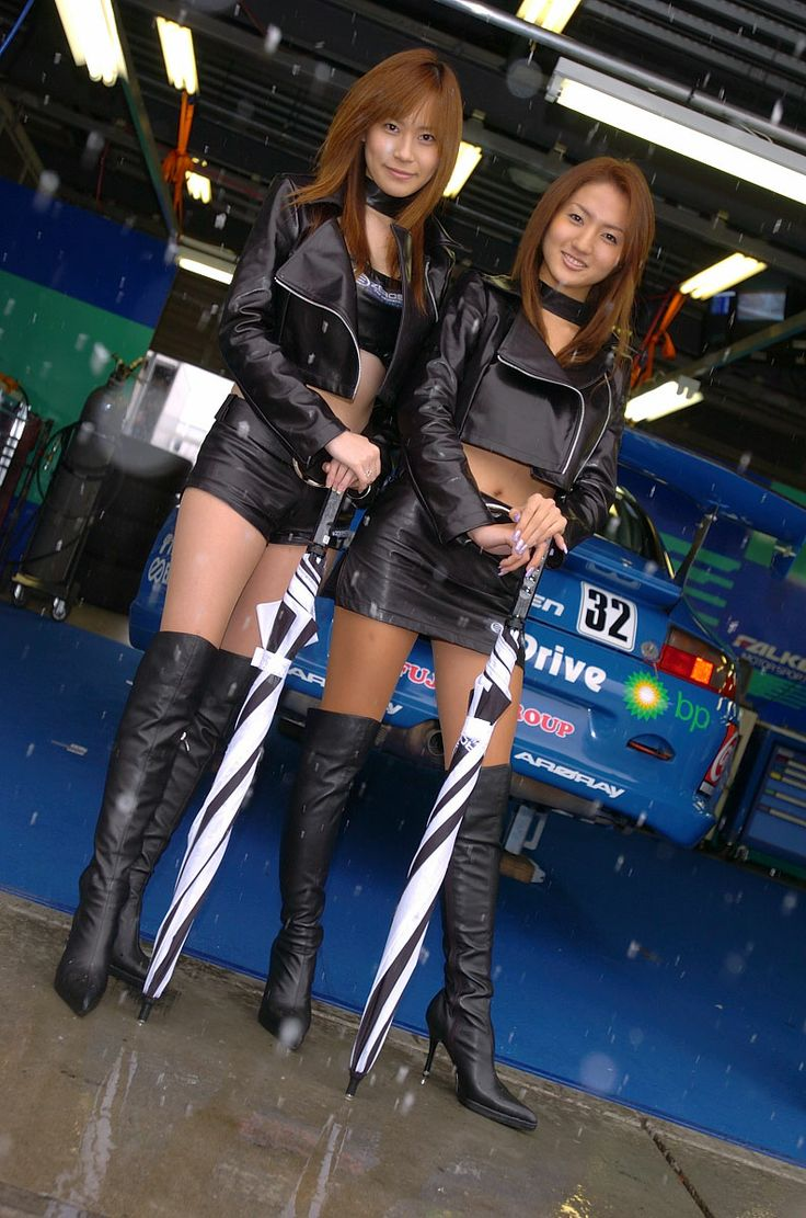 Asian girls in leather boots-6682