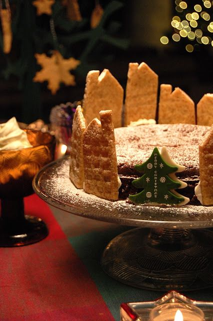 Cut-out cookie dough recipe - just cut out into houses and building shapes (with knife) and voila, decorate around a gateau-chocolat for Christmas!