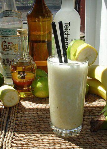 Recept Banana Colada. in plaats van ananas in de pina colada zit er nu banaan in. Heerlijk! Deze cocktail heeft altijd succes bij uw gasten.