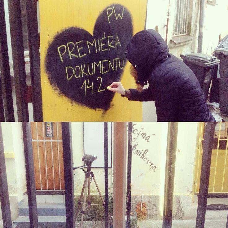 Už jen 2 týdny do premiéry dokumentu! Přijdete na slavnostní promítání? #perfectworld #perfectpodvod #podvod #plzen #kafevplzni #kavarnasesrdcem #dominikapaskova #ondrejpasek #andeleafriky #falesniandele #pravda #dokument #zlutakrida