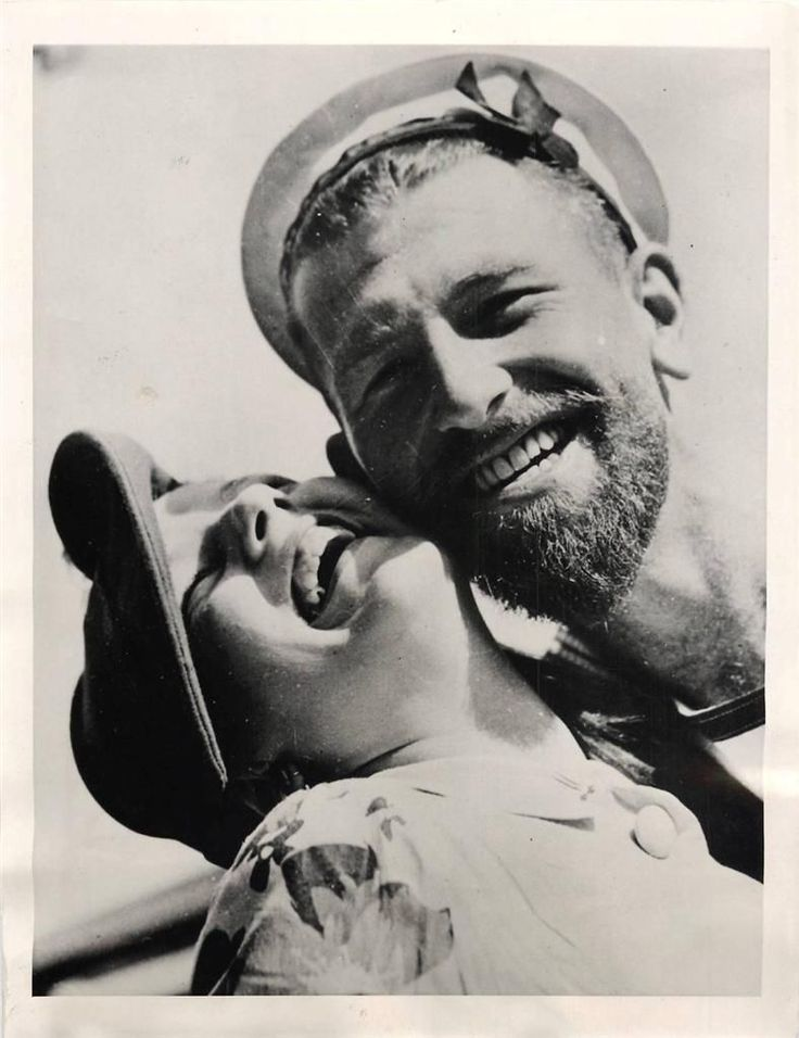 1940- Lady friend welcomes Australian sailor home from service on the HMAS PERTH which had been at sea for 177 days.