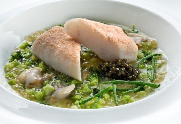 Filetto di San Pietro su salsa di broccoli con perle di tapioca