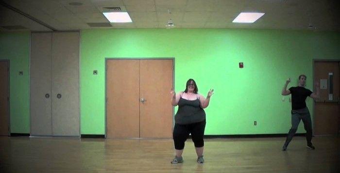 """La ballerina oversize, 160 chili di ritmo - VIDEO http://www.digita.org/la-ballerina-oversize-160-chili-di-ritmo/ #news #obesità #discriminazione #video Si chiama Whitney Way Thore, ama la danza ed è diventata famosa sul web da quando ha iniziato a pubblicare video in cui balla e tiene il ritmo malgrado i suoi 160 chili. """"Non vergognatevi del vostro corpo"""". L'atletica -se pur corpulenta- ballerina, non si esibisce solo per ..."""