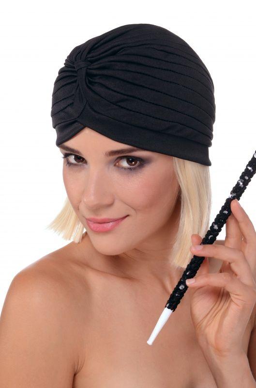 Turban z elastycznego materiału  w kolorze czarnym. Doskonałe nakrycie głowy do stroju w stylu lat 20-tych.