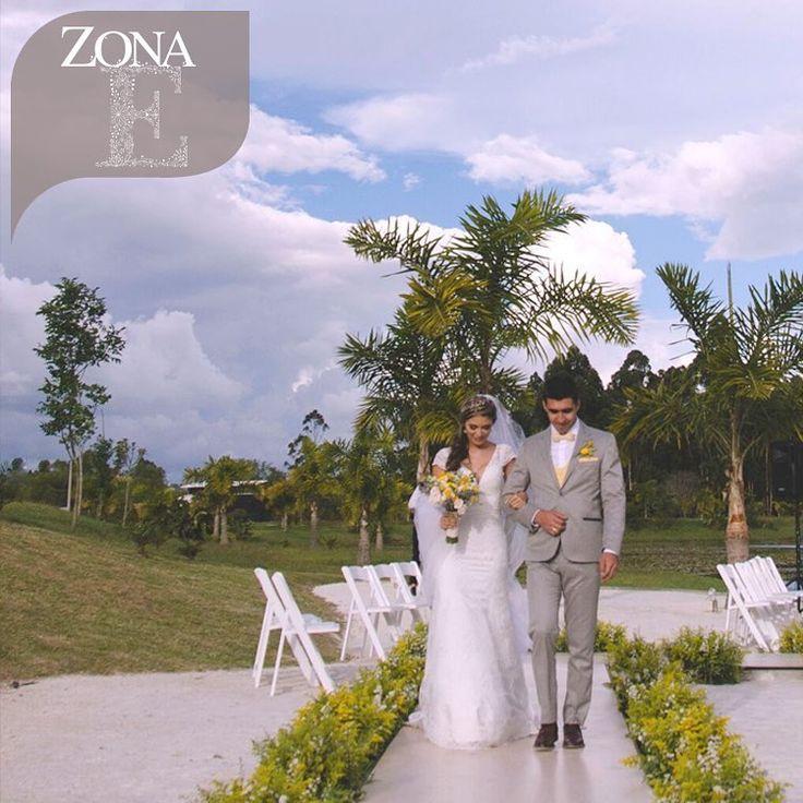 En #CasaBali la naturaleza se pone a tus pies para enaltecer los sentidos.   Contáctanos al 3106158616 / 3206750352 /   3106159806 y reserva desde ya, atendemos   todos los días de la semana y fines de semana   incluido festivos. www.zonae.com   #ZonaE #ElEstablo #ZonaELlangrande   #bodasmedellin #GreenHouse #Eventos