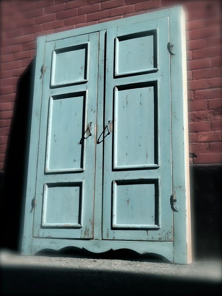 Grandes portes de penderie encastrer assemblage traditionnel faux grand cadre poign es et for Peinture de lait