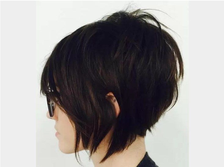 Short Hairstyle Style coupe courte avec Sass make up