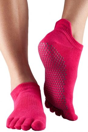 With their unique five-toe design, the ToeSox range of socks allow the foot to flex and perform to its full potential, encouraging the toes to separate naturally and properly activate the foot muscles for improved circulation, and optimum balance and post...