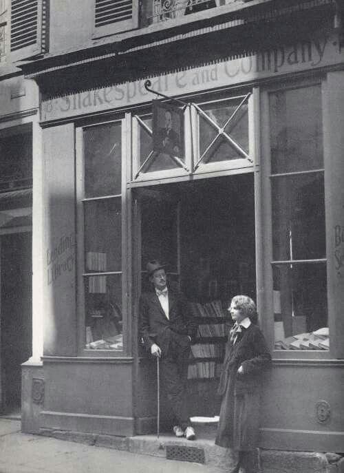 Silvia Beach y James Joyce 1922. Shakespeare and Co.