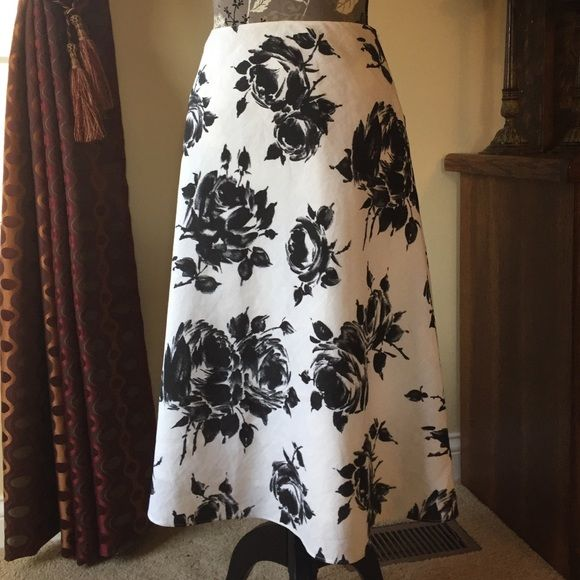"""Talbots skirt Talbots skirt in size 10. Black and ivory with floral design. Shell 100% linen; lining 100% cotton. Waist 29"""", length 27"""".  Side zipper. Dry clean. Talbots Skirts"""
