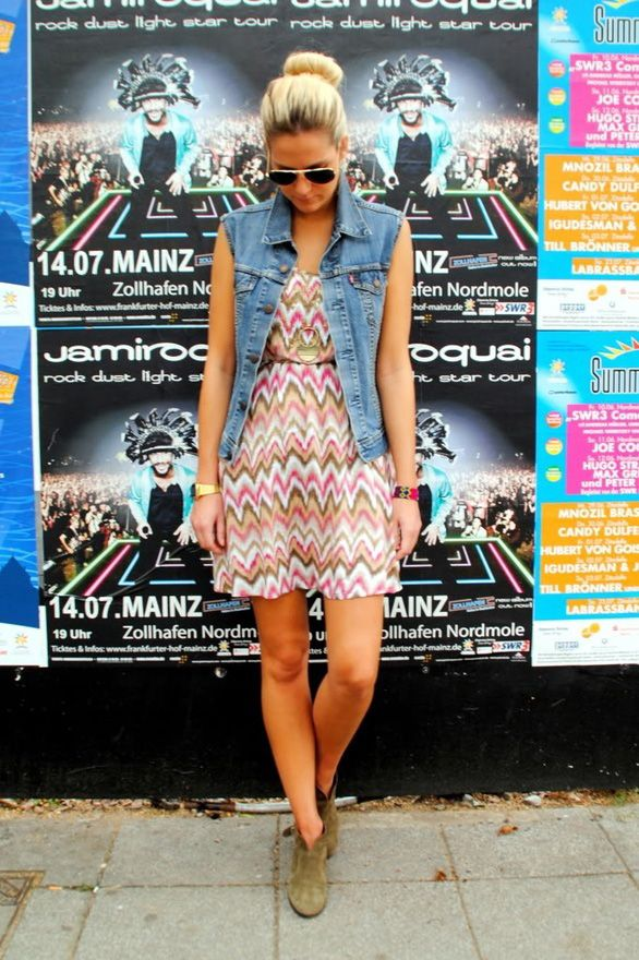 A super easy way to wear your denim vest is to just layer it over a printed dress. Bam – instant cute outfit.