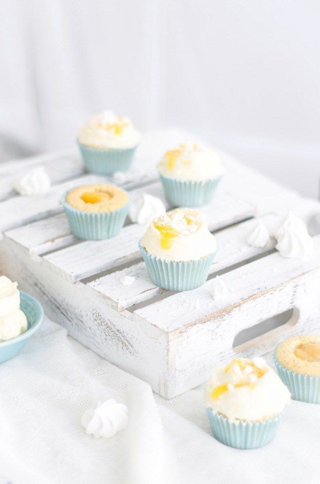 Louise´s Spis: Tangy Lemon Cupcakes with Meringues and Lemon Cream Cheese Frosting ( Syrliga Citron Cupcakes med Maränger och Citronfrosting )