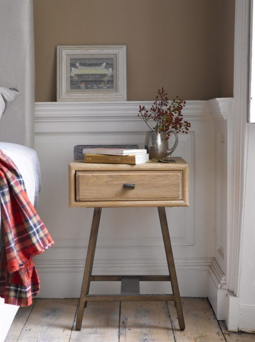 Small Bedside Table Ideas: 7 Outstanding Small Side Table Ideas (Liven Up Your Corner
