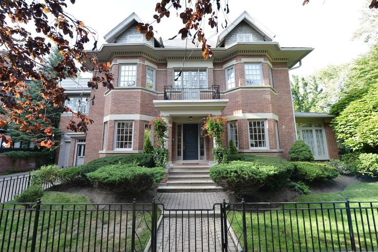 Trust your Real Estate to the top Toronto agent - Elli Davis. Houses and Condos bought and sold at the best prices in shortest time frames.
