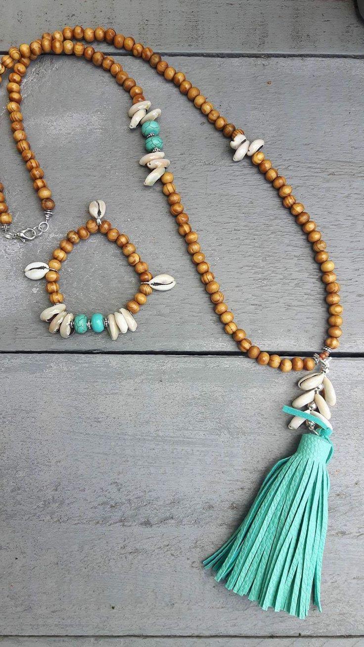 Ibiza ketting Seashell met aqua leren kwastje inclusief armband Nergens anders verkrijgbaar alleen bij www.bymoonathome.nl