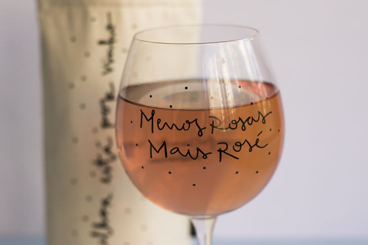 Taça de vinho menos rosas mais rosé Imaginarium. #taça #vinho #rose #cute #decor #decoraçao #wine #winelovers #design #bar #drink #fundesign #imaginarium #sigaimaginarium
