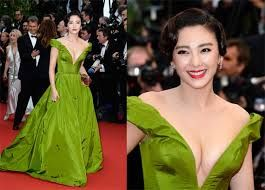 Zhang Yuqi is formally known as Kitty Zhang. She is young, talented and energetic. Zhang has been in entertainment industry since a long. Zhang has done various movies. She was the guest of honor in 2009's Montblanc Arts Patronage Awards ceremony.