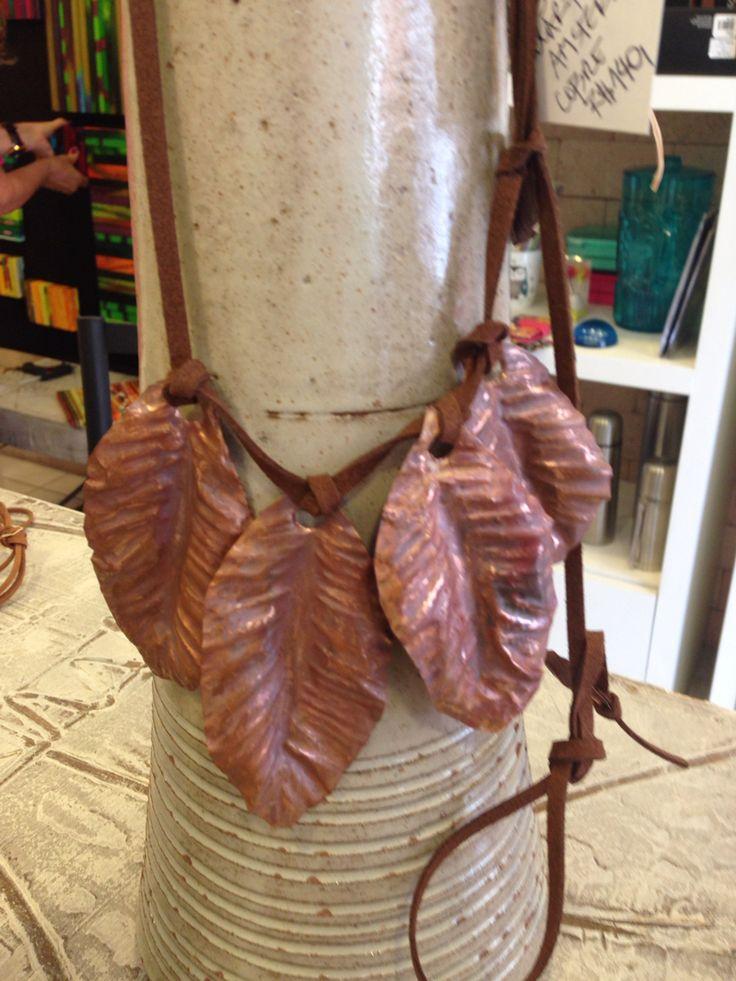 Colar Folhas em cobre . Copper. Monica Severo , Brasil