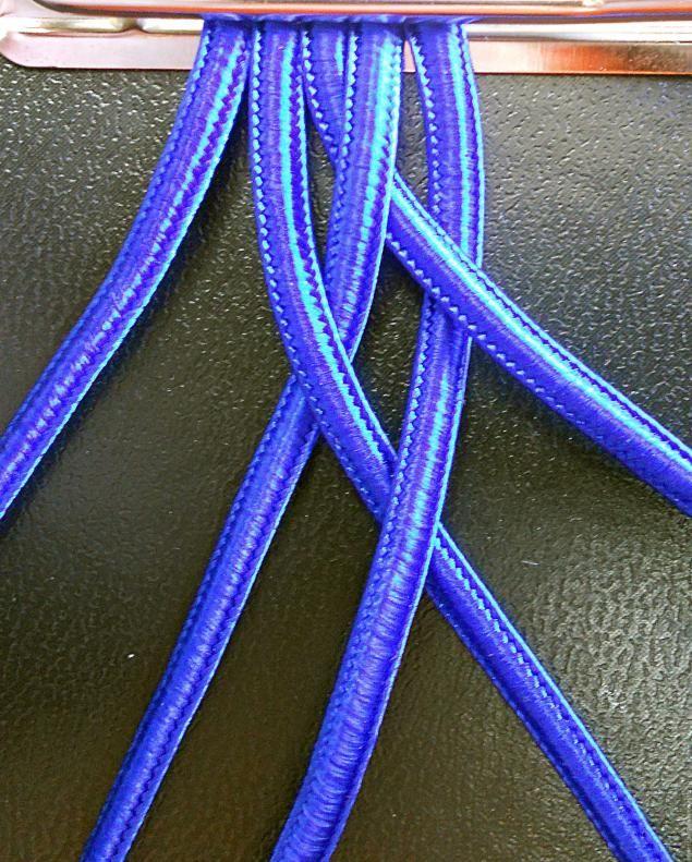 Плетеный пояс или браслет.