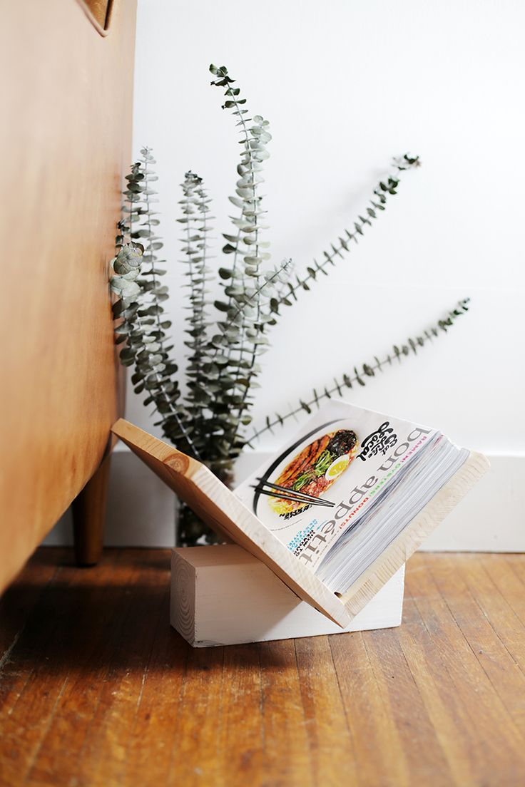 Diy wooden magazine rack themerrythought for ehow for Trendy magazine rack