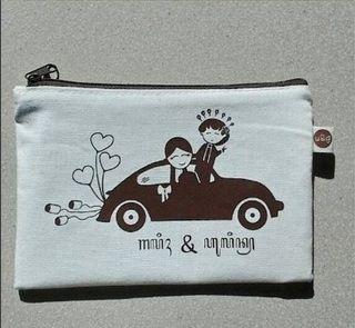 Pouch Blacu tema Jawa   #souvenirnikah   #souvenirjogja  #pouchjawa #souvenirunik  more info: http://plungcreativo.com