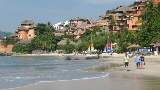 Beach in Zihuatanejo (state of Guerrero, Mexico)